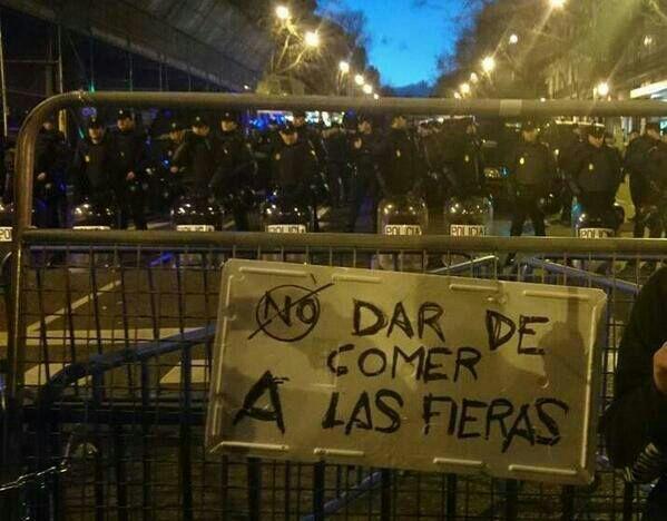 antidisturbios cartel no dar de comer a las fieras