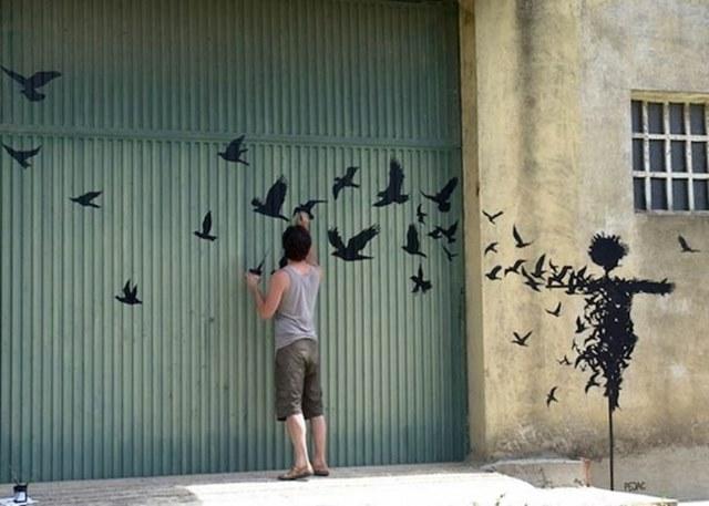 arte urbano graffiti pajaros saliendo de espantapajaros