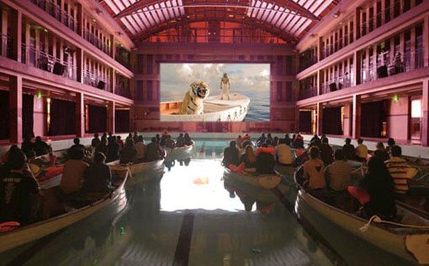 cine la vida de pi barcas piscina