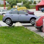 Cada uno aparca donde puede