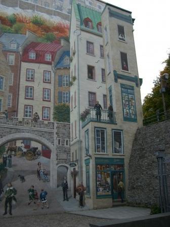 fachada pintada calle y casas