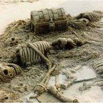Escultura de arena: Esqueletos y cofre