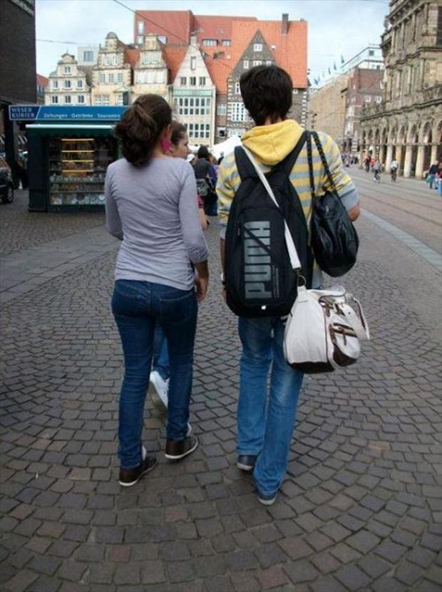 friendzone pagafantas llevando el chico todas las bolsas