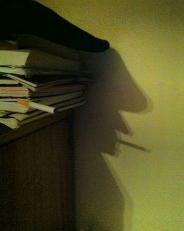 libros sombra rostro señor fumando