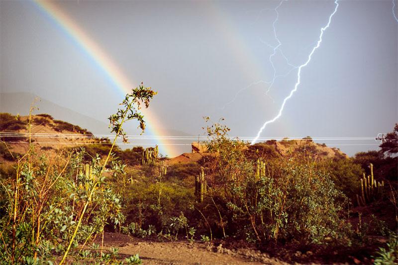 perfect timing - relámpago y arcoiris