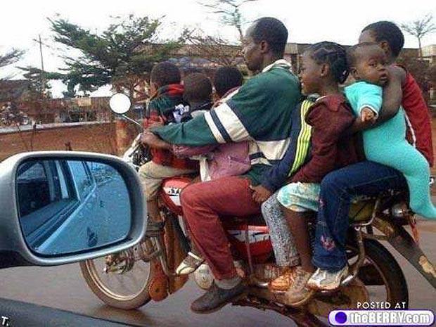 toda la familia en moto