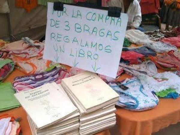 Cartel: Por la compra de tres bragas regalamos un libro