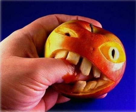 arte on comida manzana con dientes mordiendo