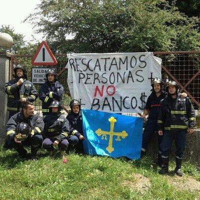 """Bomberos de Asturias: """"Rescatamos personas, no bancos"""""""