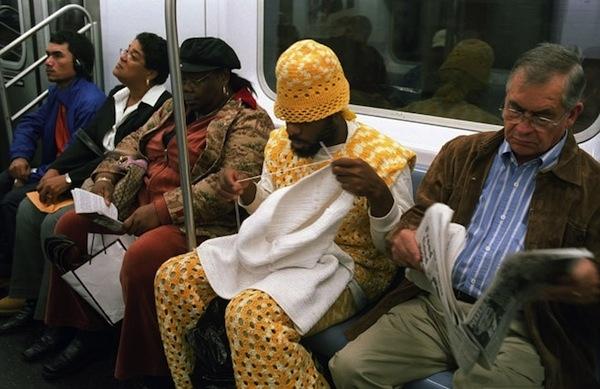 metro hombre con traje bordado