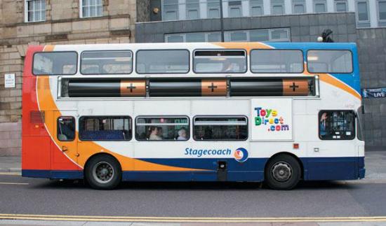 publicidad creativa - autobus con anuncio pilas