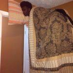 Selfie durmiendo encima del armario