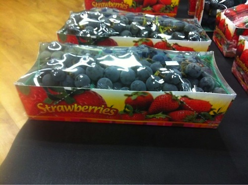 uvas pone strawberries fresas en el paquete