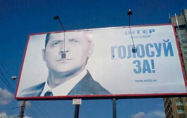 anuncio sombra de foco bigote hitler