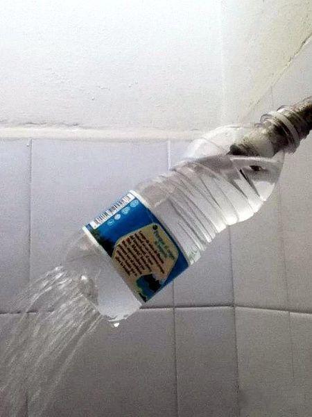 botella ducha grifo cutre