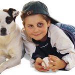 Parecidos razonables – Niño y mascota