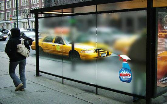 publicidad creativa - spray limpiacristales en parada de bus