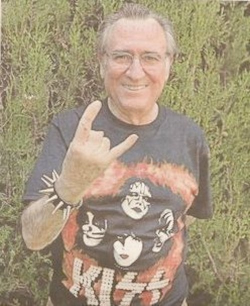 manolo escobar con camiseta de Kiss