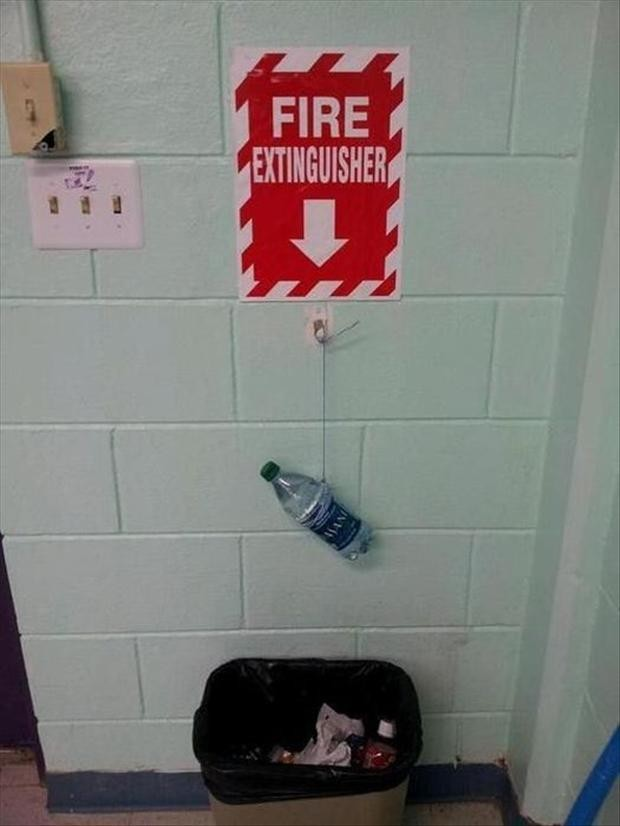 fire extinguisher botellin de agua