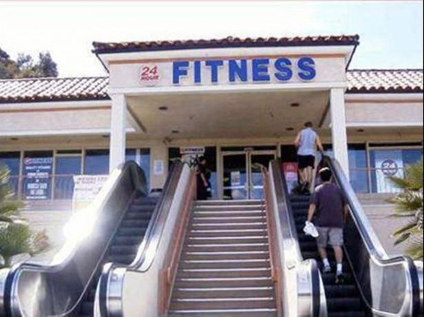 gimnasio con escaleras mecanicas