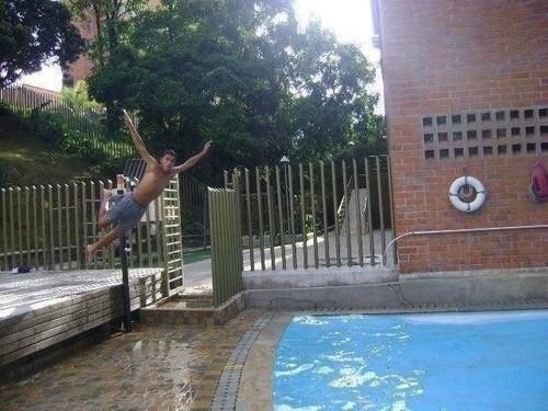 lanzandose a la piscina fail