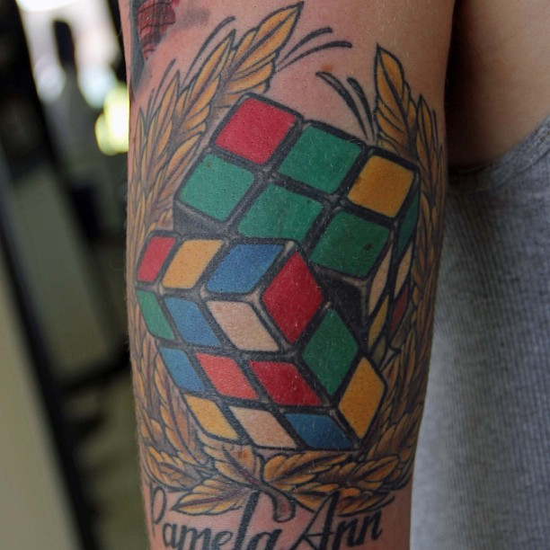 tatuaje cubo de rubik