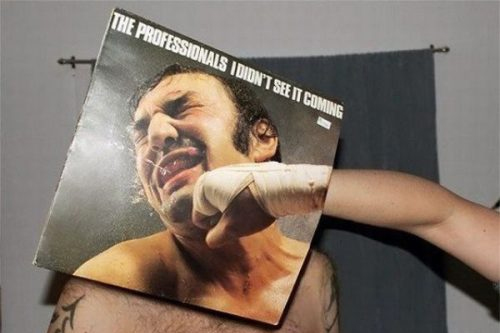 montaje con portada de disco the professionals i didnt see it coming puñetazo