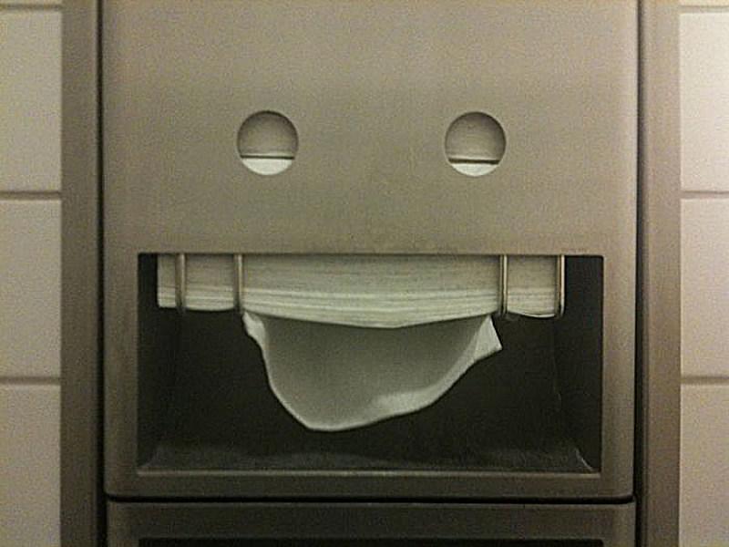 cosas que parecen caras - dispensador de papel jugueton