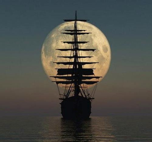 Barco con la luna al fondo