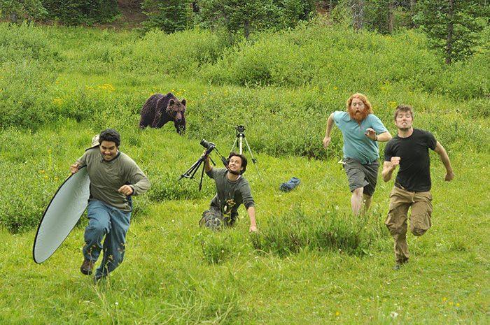 fotografos escapando de oso