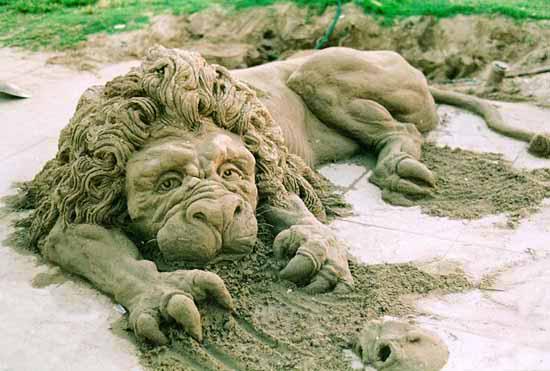 leon de arena - figuras de arena