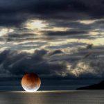 Paisaje – Luna sobre el mar