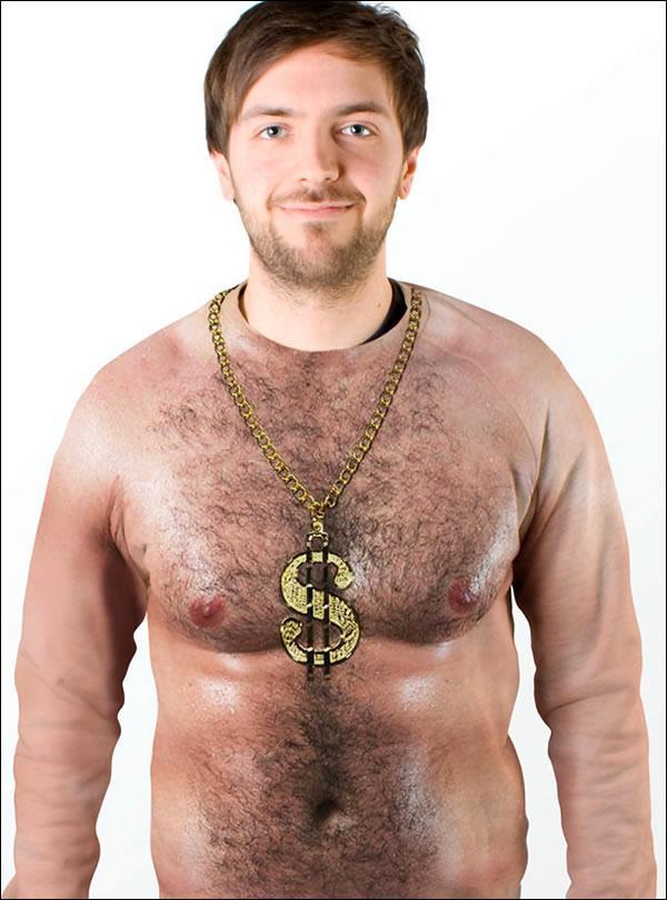 camisa pecho descubierto colgante de oro con simbolo del dolar