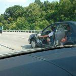 Es importante usar el cinturón de seguridad… sobre todo si conduces un coche sin puertas
