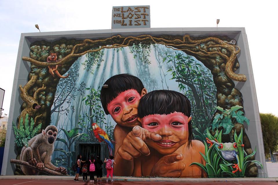 fachada pintada niños tribu selva amazonica