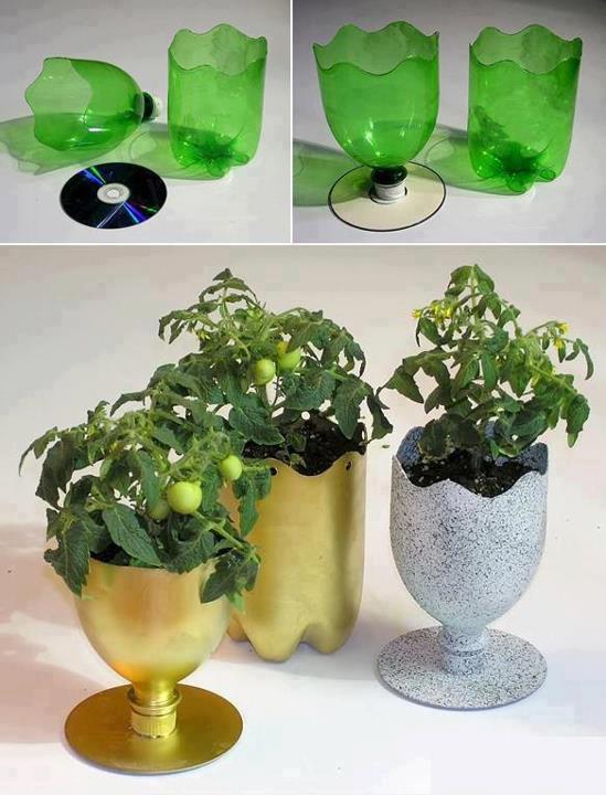 florero con cds y botellas de plastico