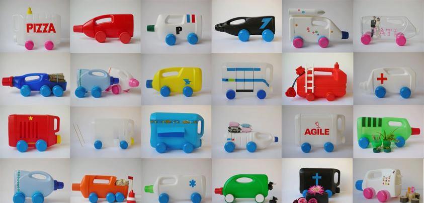 coches de juguete con botes de plastico