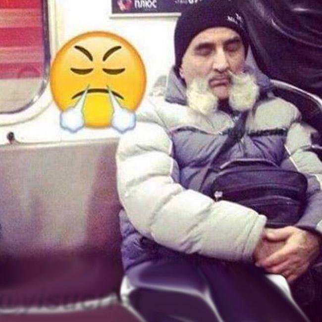 Parecidos razonables - Señor con bigote y emoji resoplando
