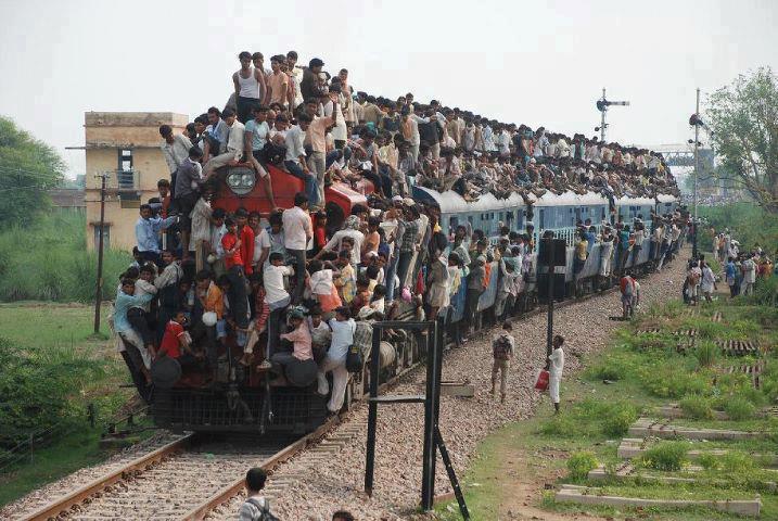 tren repleto de indios
