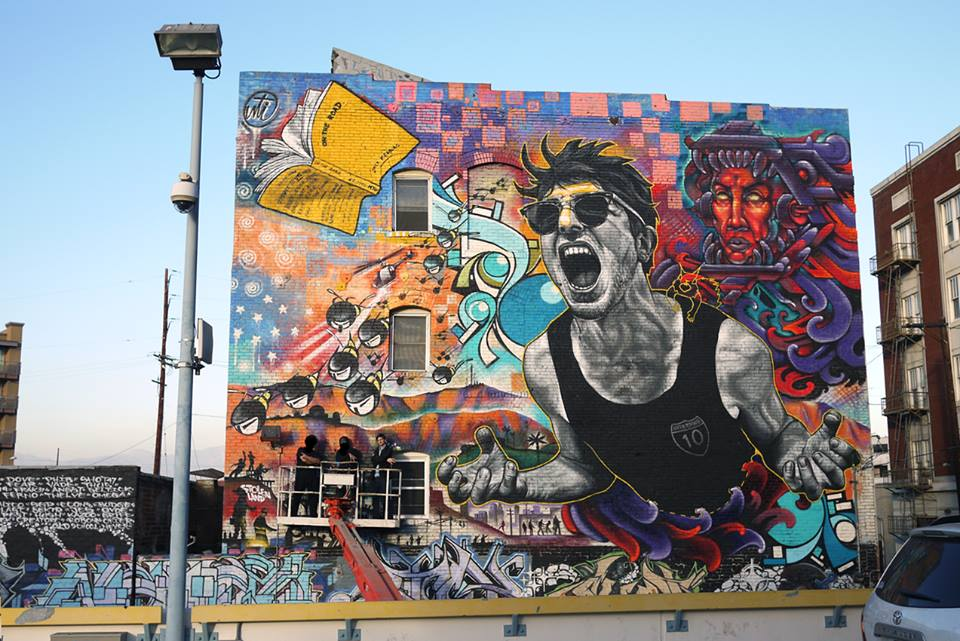 graffiti en muro chico gritando