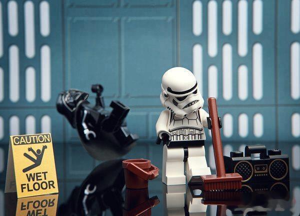Ni Darth Vader se lee los carteles
