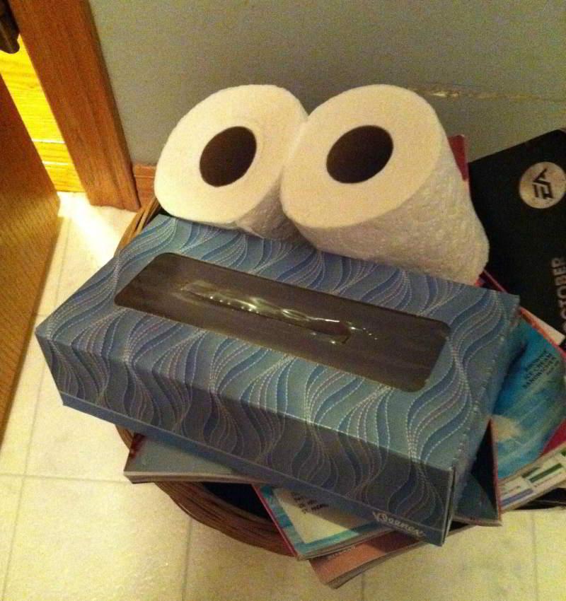 Cosas que parecen caras - Caja y rollos de papel poker face