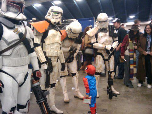 Mini Spiderman vs Soldados imperiales