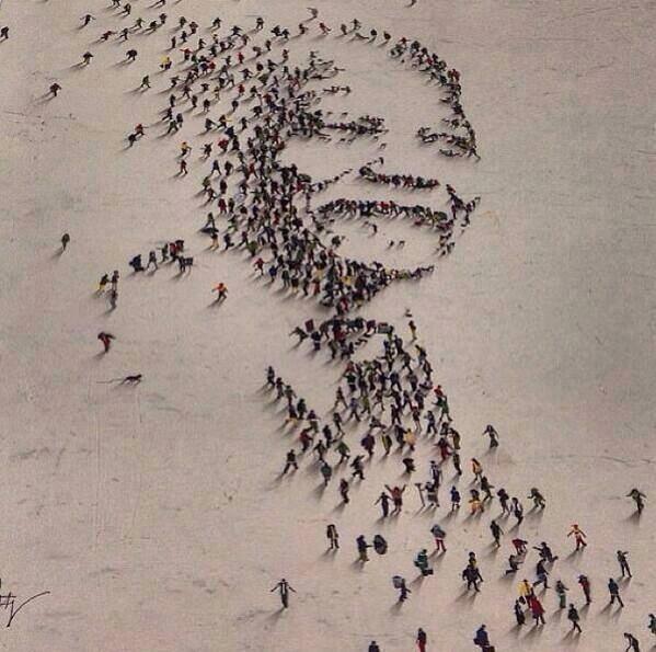 Retrato de Nelson Mandela... ¡con personas!