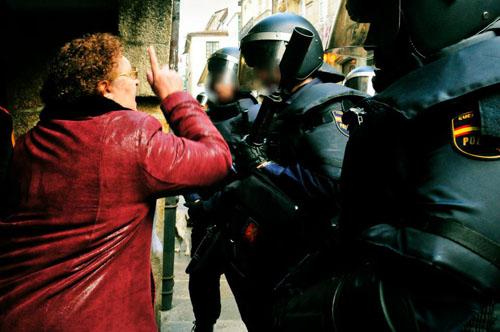 Abuela vs Antidisturbios