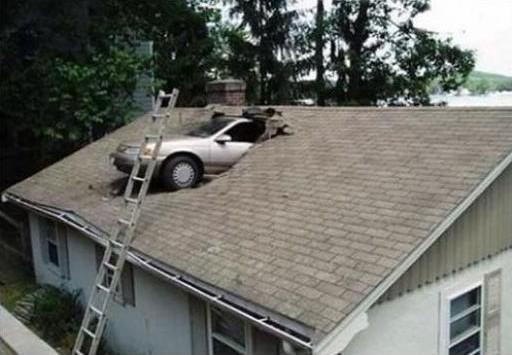 accidente coche tejado escalera