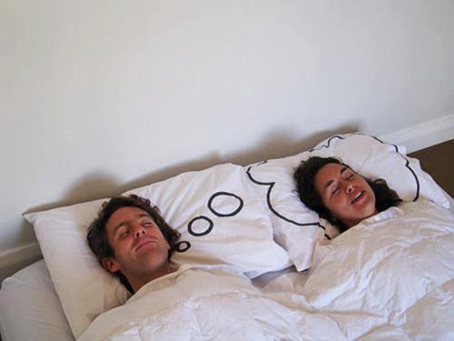 almohada para parejas enamoradas