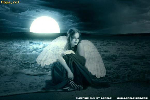 Ángel en la playa de noche