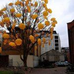 Arte urbano – Árbol con paraguas