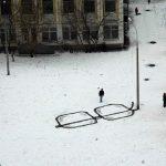 Arte urbano: gafas sobre la nieve